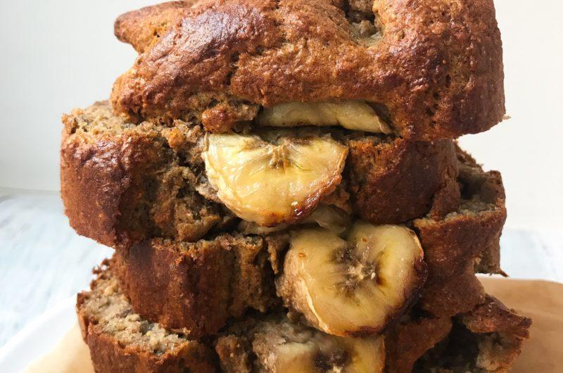 Chlebek bananowy z nasionami chia i siemienem lnianym