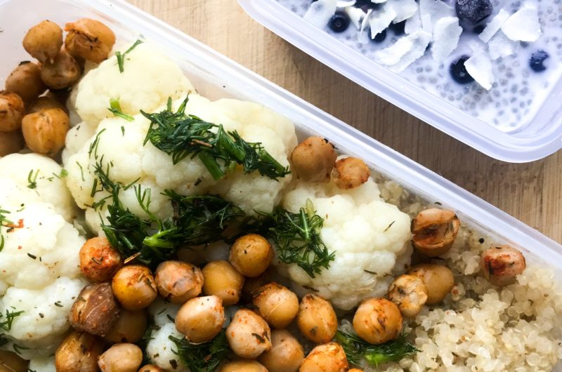 Kalafior z komosą ryżową i ciecierzycą, w oliwie koperkowej